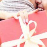 Offrir un premier cadeau à sa copine, comment réussir le pari ?